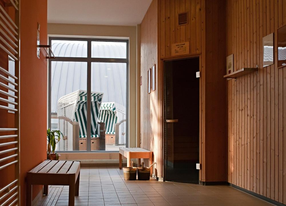 Saunabereich mit Blick auf die Sonnenterasse